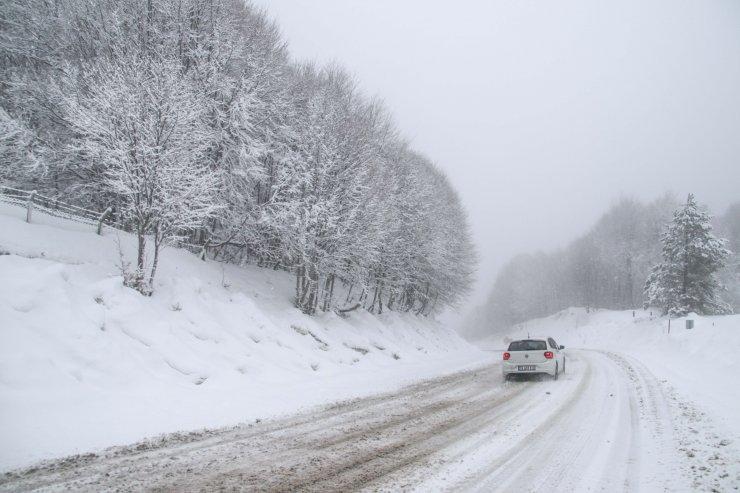 Kütahya'da kar yağışı ve sis ulaşımı olumsuz etkiliyor