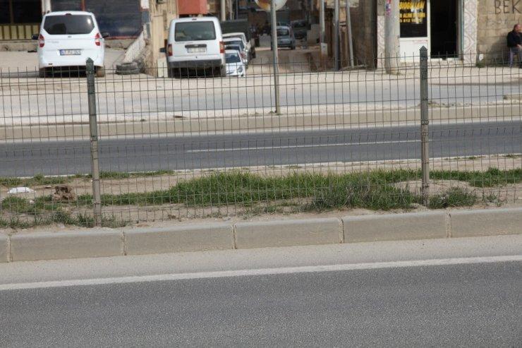 Ölümlü kazaların yaşandığı çevre yolunda çitlere zarar veren şahıs kameralara yakalandı