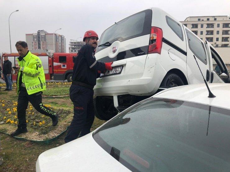Şanlıurfa'da otomobiller çarpıştı: 6 yaralı
