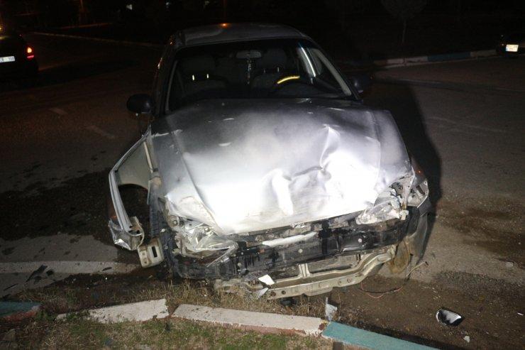 Adana'da otomobil ile hafif ticari araç çarpıştı: 2 yaralı