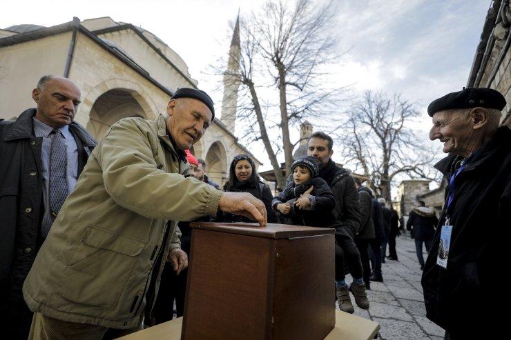 Bosna Hersek'teki tüm camilerde Türkiye'deki depremzedelere yardım toplandı