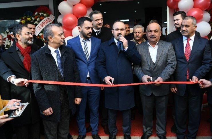 """Bülent Turan: """"O bayrağa uzanan el kırılır"""""""