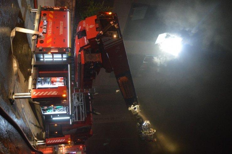 Esenyurt'da dört katlı bir tekstil fabrikasında yangın
