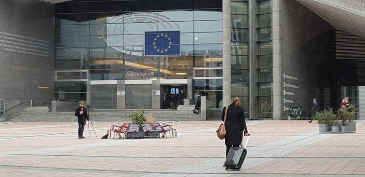 İngiltere'nin 73 milletvekili AP binasından ayrılıyor