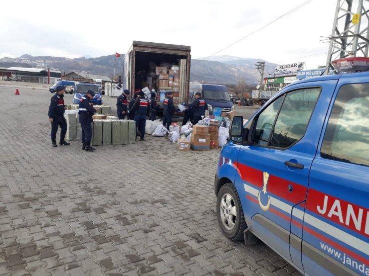Kargo kamyonundan 945 bin TL'lik kaçak eşya çıktı