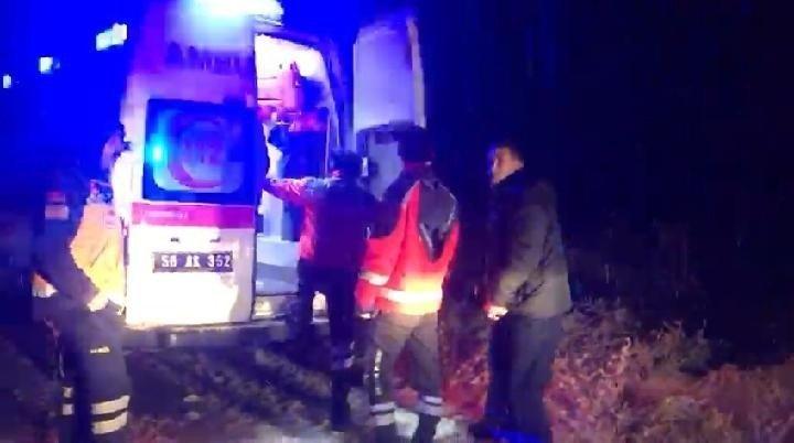 Kar yolları kapattı, hasta kadının yardımına UMKE ekipleri yetişti
