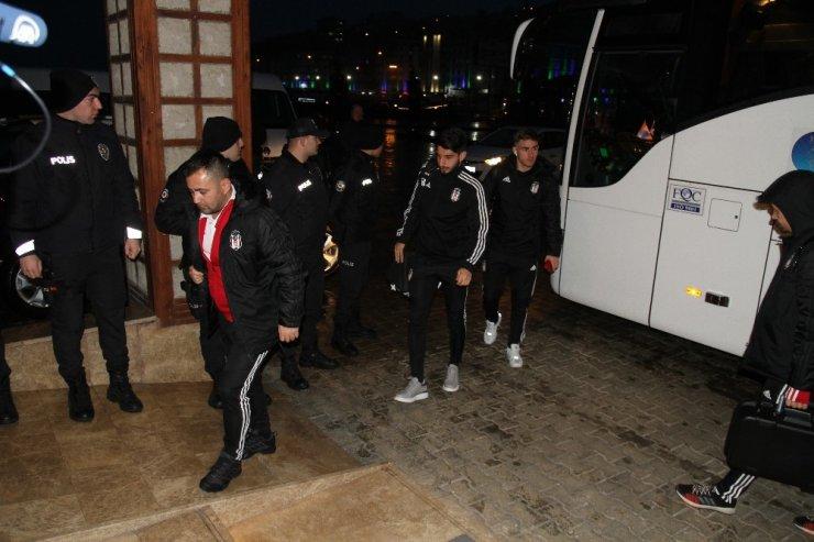 Beşiktaş kafilesi Rize'ye geldi