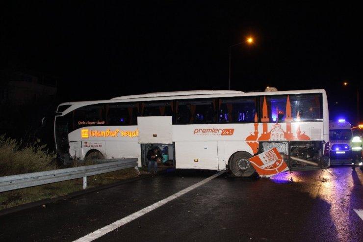 TEM Otoyolunda bariyerlere çarpan otobüs yoldan çıktı 7 kişi yaralandı