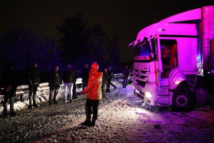 TEM'de zincirleme trafik kazası: 1 ölü 19 yaralı