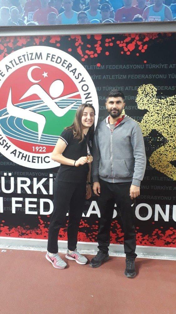 Rekorları kıran Yaren Türkiye Şampiyonu oldu