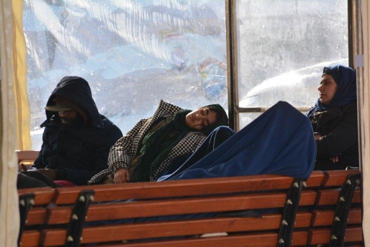 Ayvalık'ta 43 düzensiz göçmen Sahil Güvenlik ekiplerince yakalandı