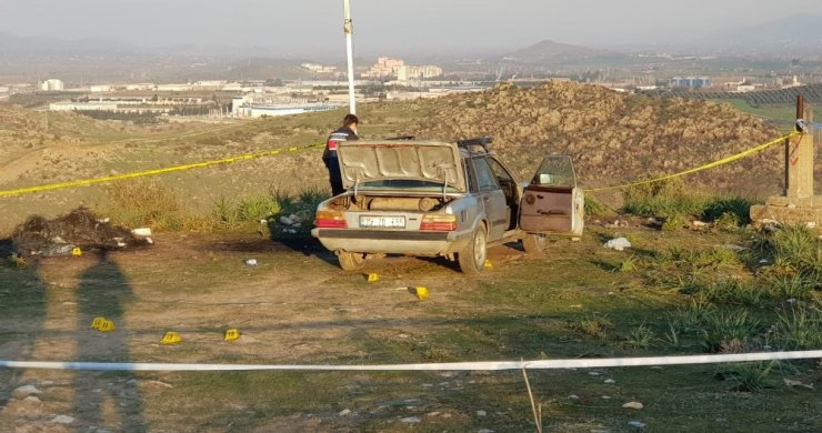 Otomobilinde sırtından vurulmuş halde bulundu