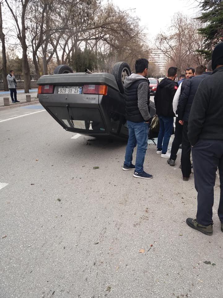 Konya'da ağaca çarpan otomobil devrildi: 1 yaralı