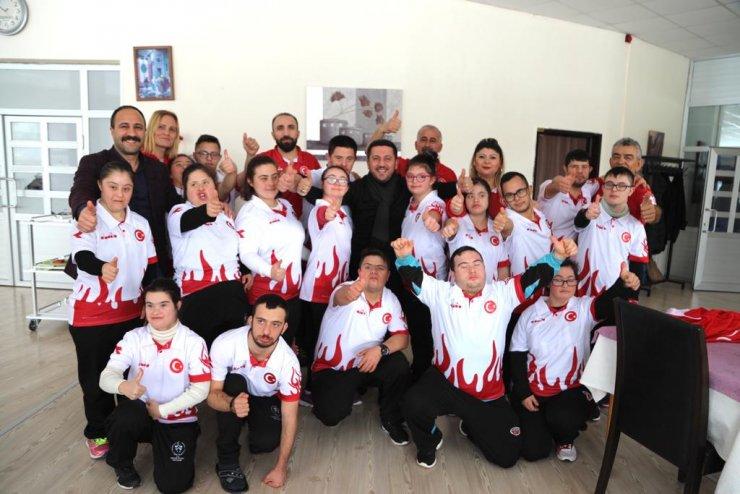 Nevşehir Belediye Başkan Arı, Down Sendromlular Atletizm Milli Takımı'nı ziyaret etti