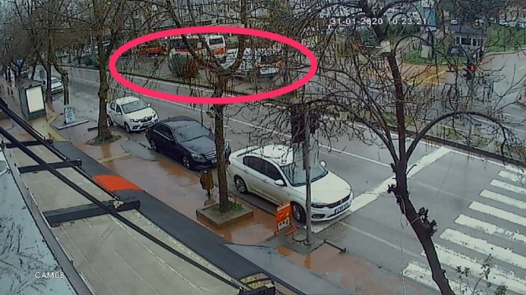 Minibüsün yaşlı kadına çarparak ölümüne sebep olan kaza güvenlik kamerasında