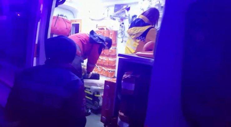 Evde üzerine dolap devrilen çocuk ağır yaralandı