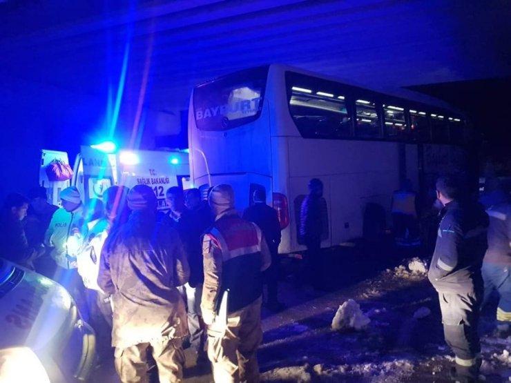 Yolcu otobüsü kaza yaptı: 9 yaralı