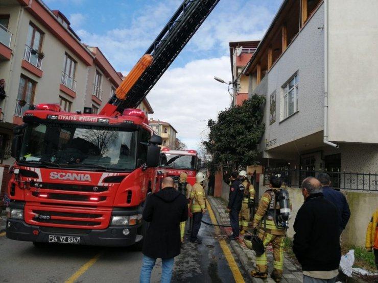 Ümraniye'de yaşlı adamın evde içtiği sigara yangına sebep oldu