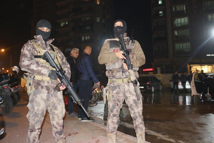 Adana'da helikopter destekli asayiş uygulamasında 27 şüpheli yakalandı
