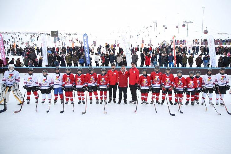 Erciyes'te buz pateni pisti hizmete sunuldu