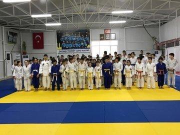 Judocular ödüllerini Başkan Fevzi Kılıç'tan aldı