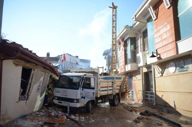 Eskişehir'de sokakta zemin etüdü sırasında patlama ve yangın: 1 yaralı
