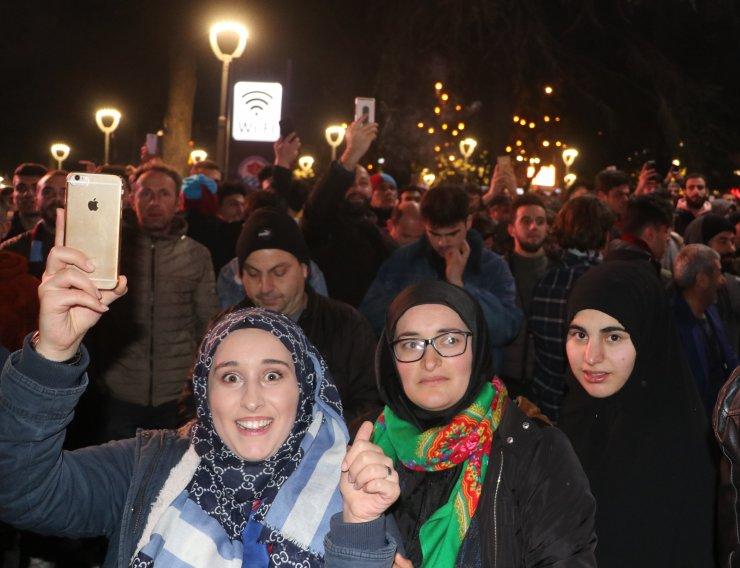 Trabzonspor taraftarları, Fenerbahçe galibiyetini kutladı