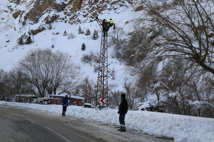 Tunceli'de yolda kalan çok sayıda tır kurtarıldı