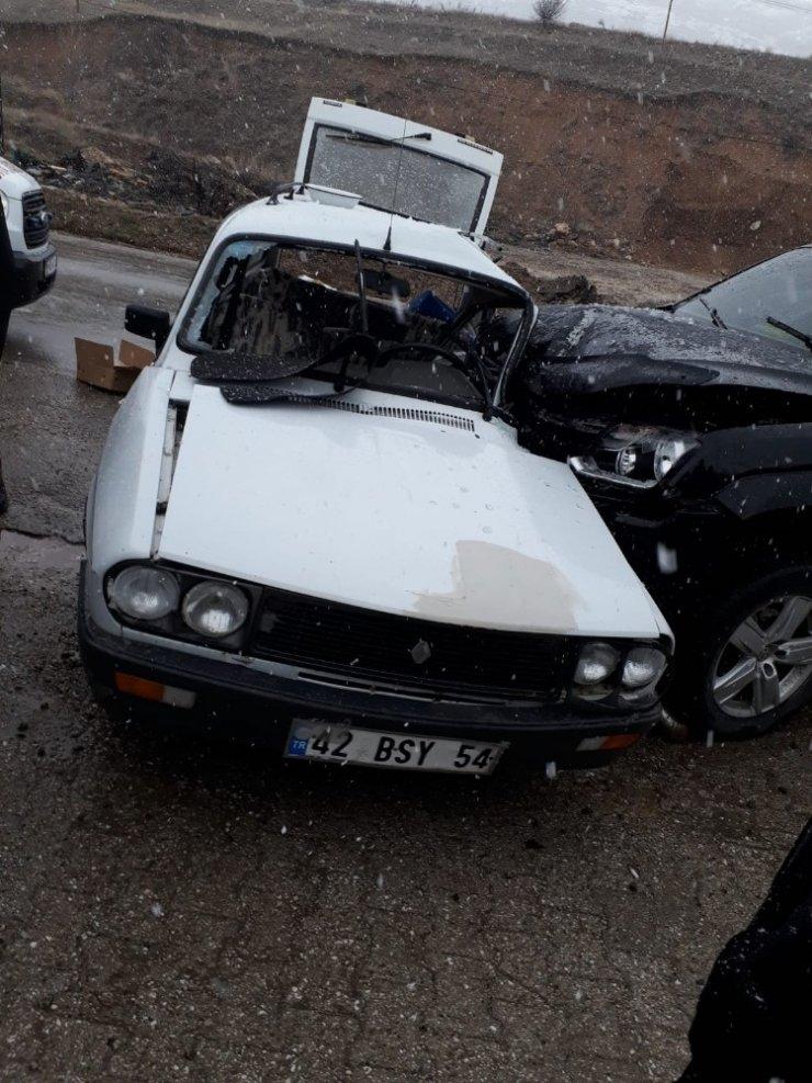 Isparta'da otomobiller çarpıştı: 3 yaralı
