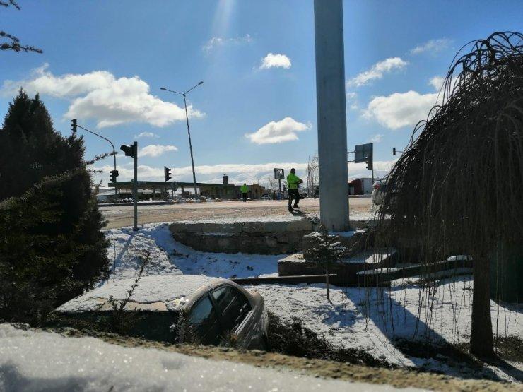 Konya'da kontrolden çıkan otomobil duvara çarptı: 1 yaralı