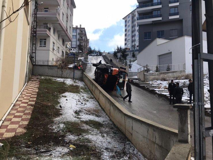 Ankara'da kar temizleme ve tuzlama kamyonu devrildi: 1 yaralı