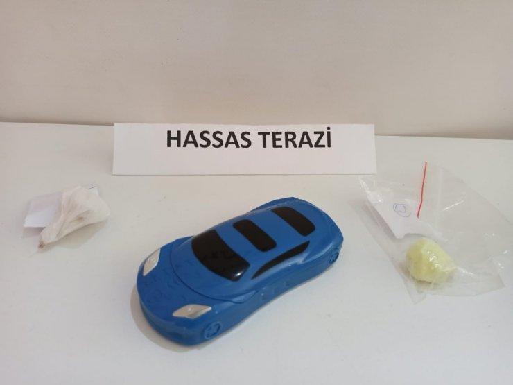 Kartal'da gençlere uyuşturucu satışı yapan şahıs kıskıvrak yakalandı