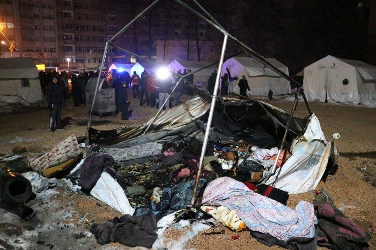 Elazığ'da depremzede çadırında yangın