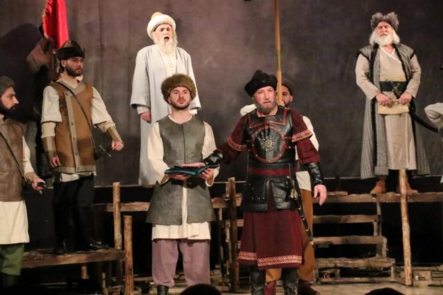aksehirde-osmancik-isimli-tiyatro-oyunu-sahnelendi-(3)-001.jpg