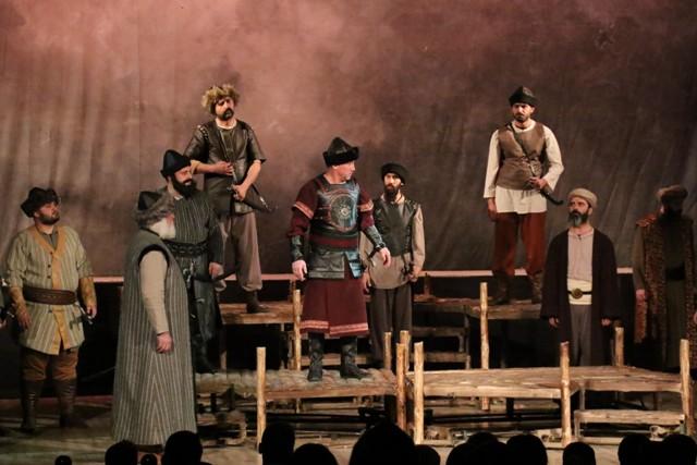 aksehirde-osmancik-isimli-tiyatro-oyunu-sahnelendi-(6).jpg
