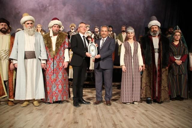 aksehirde-osmancik-isimli-tiyatro-oyunu-sahnelendi-(8).jpg