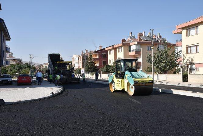 baskan-pekyatirmaci-asfalt-calismalarinda--(3)-001.jpg