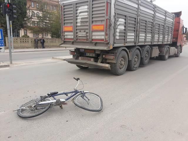 kamyon,-bisikletle-carpist-(1).jpg