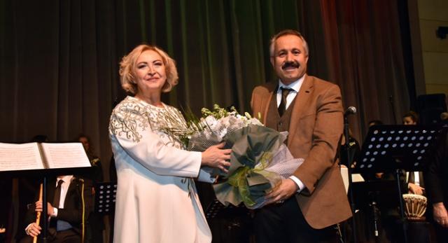 klasik-turk-muzigi-korosu-kadinlar-toplulugu'ndan-anlamli-konser-(1).jpg
