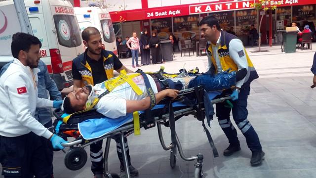 konyada-ambulansla-otobus-carpisti-3-yarali-(4).jpg
