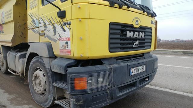 konyada-kamyonun-carptigi-engelli-hayatini-kaybetti-(2).jpg