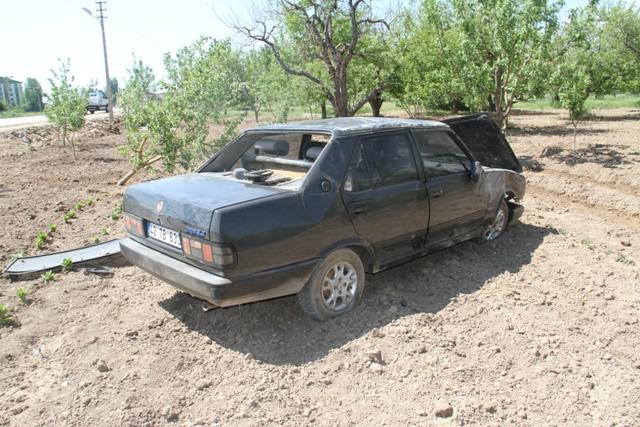 konyada-otomobil-agaca-carpti-(4).jpg