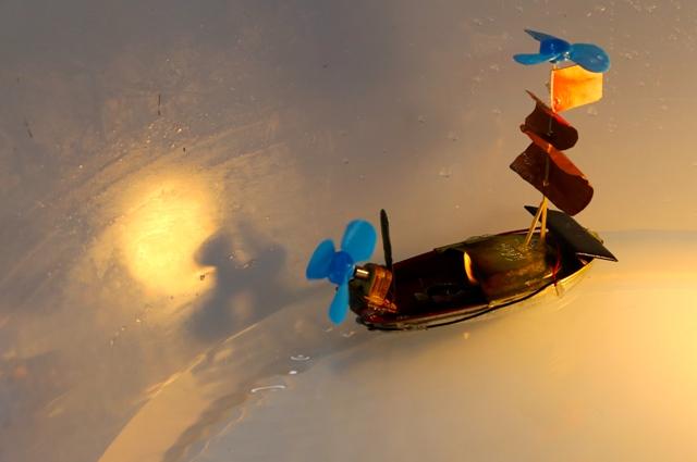 kucuk-mucitten-yenilenebilir-enerji-ile-calisan-gemi-(1).jpg