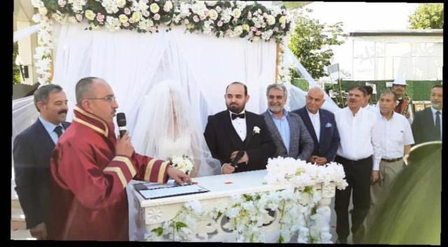 merve-ile-emre-evlendiler--(3).jpg