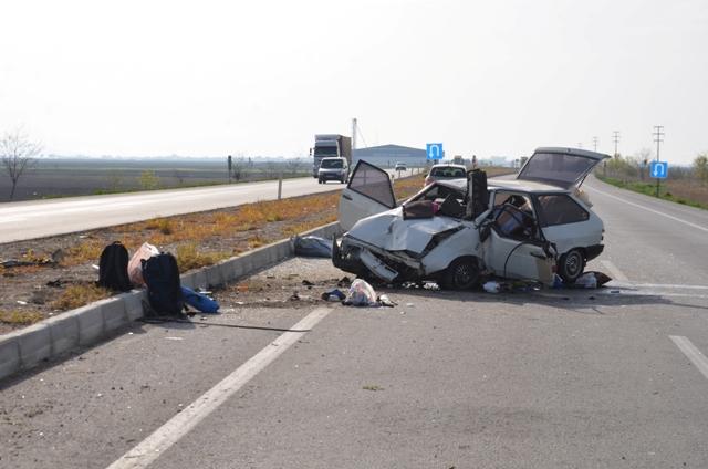 nisanli-cifti-trafik-kazasi-ayirdi-(1).jpg