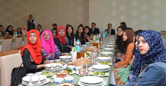 pakistanli-ogrencilerden-ziyaret--(3).jpg