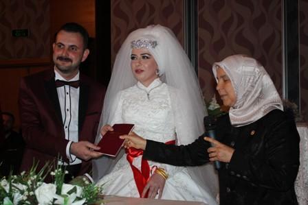 suat-uzun-oglunu-evlendirdi--(25).jpg