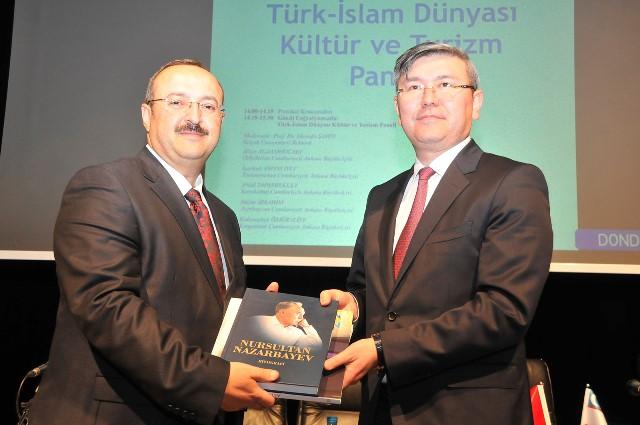 turk-islam-dunyasi-kultur-ve-turizmpaneliyapildi-(1).jpg