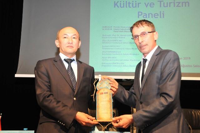 turk-islam-dunyasi-kultur-ve-turizmpaneliyapildi-(2).jpg