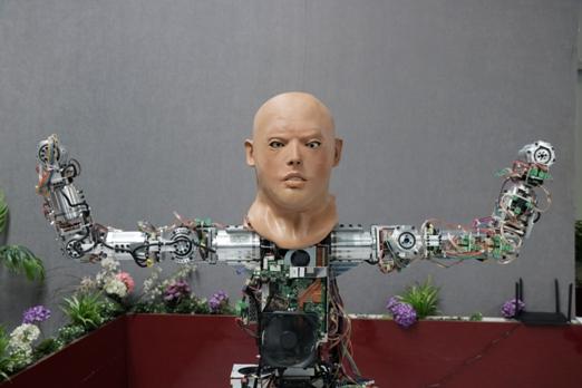 yerli-robotlar-arasinda-teknoloji-sohbeti-(13).jpg